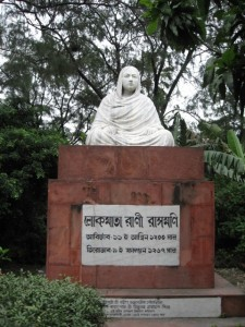 Rani Rashmoni statue at the Esplanade, Kolkata (cc) Wikimedia Commons